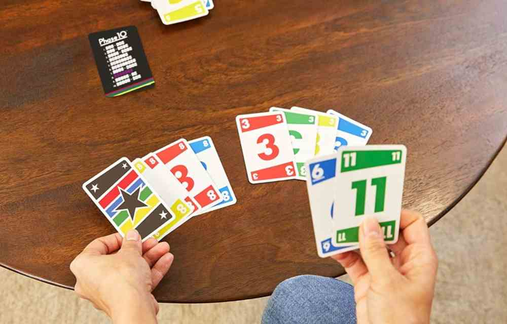 Phase 10 Kartenspiel im Spielecheck - Spielregeln und